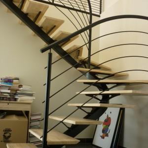 escalier 2 quart tournant en acier thermolaqué, marches Hévéa