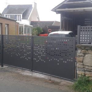 porte-de-garage-portail-portillon-claustras-version-metal-plouguerneau-decoupe-laser- peronnalisee- (2)