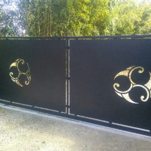 porte-de-garage-portail-portillon-claustras-version-metal-plouguerneau-decoupe-laser- peronnalisee- (8)